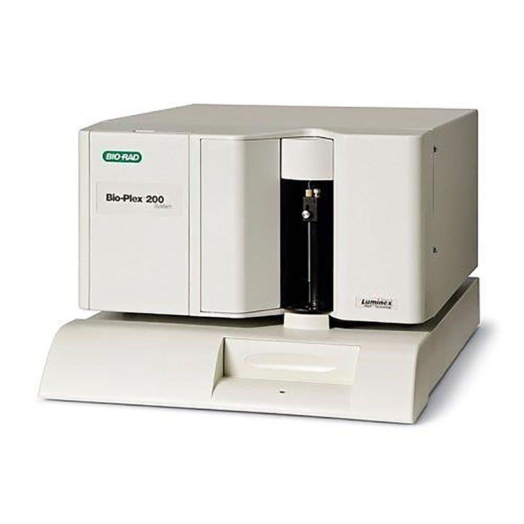Imagen: El instrumento Bio-Plex Luminex 200 es un sistema de matriz de suspensión que ofrece a los científicos de proteínas y ácidos nucleicos una solución de análisis multiplex confiable que permite la detección de hasta 100 biomoléculas en una sola muestra (Fotografía cortesía de Bio-Rad Laboratories).