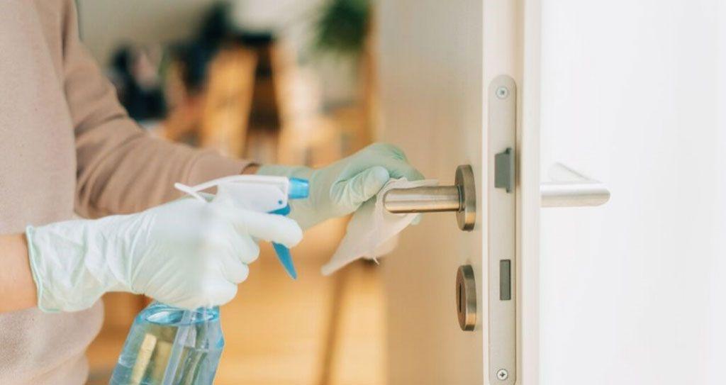 Imagen: La desinfección a fondo es imperativa en las salas de coronavirus (Fotografía cortesía de Getty Images)