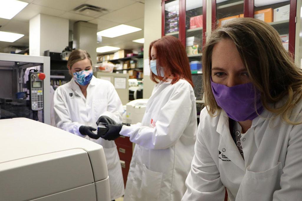 Imagen: Un proceso nuevo de análisis podría hacer que medir los niveles de anticuerpos de COVID-19 sea más rápido, más fácil y menos costoso (Fotografía cortesía de John W. Braun Jr., USAMRIID VIO)