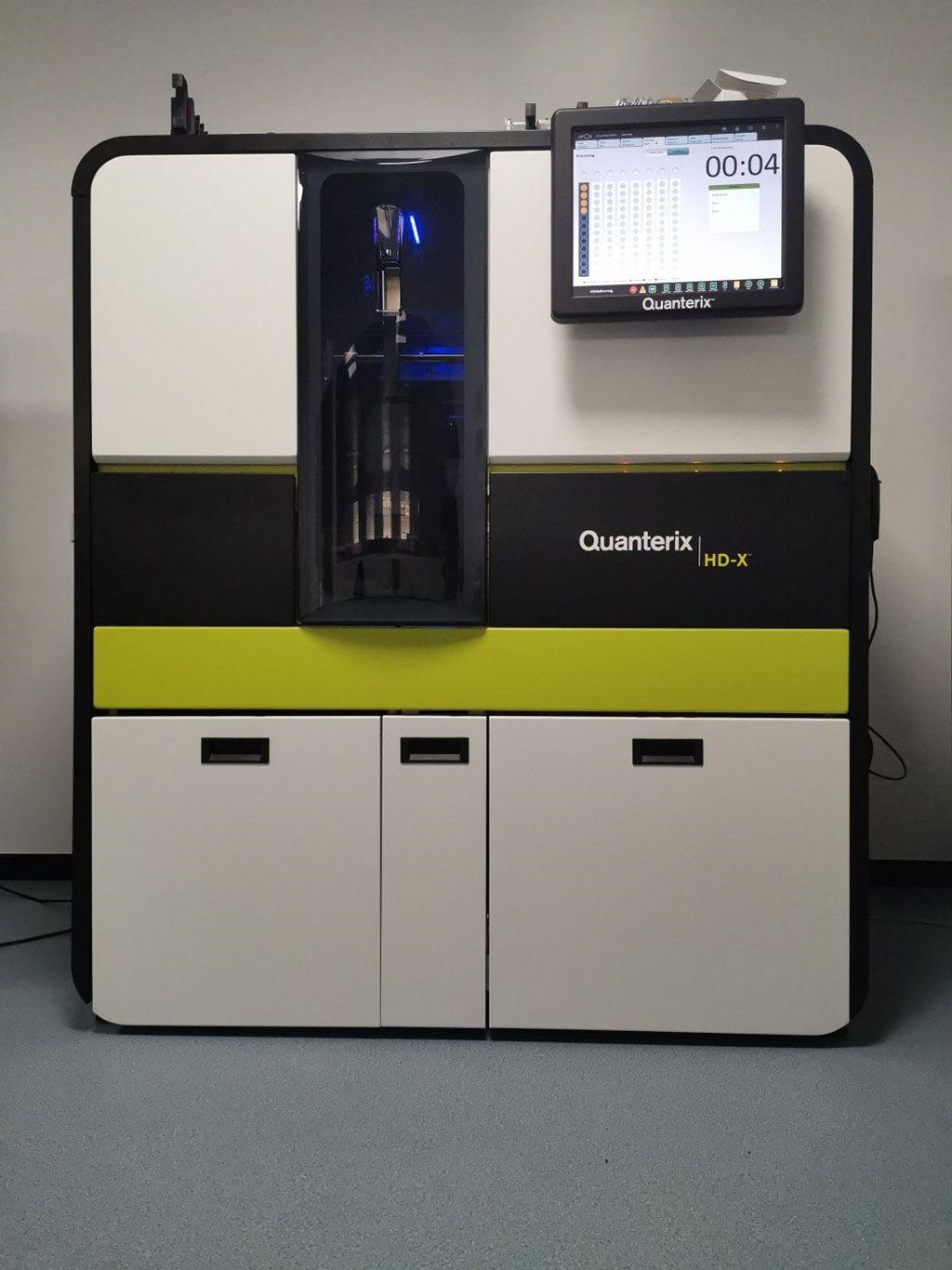 Imagen: La plataforma de inmunoensayo totalmente automatizada, Simoa HD-X, con multiplexación y capacidad de ensayo personalizado (Fotografía cortesía de Quanterix Corporation).