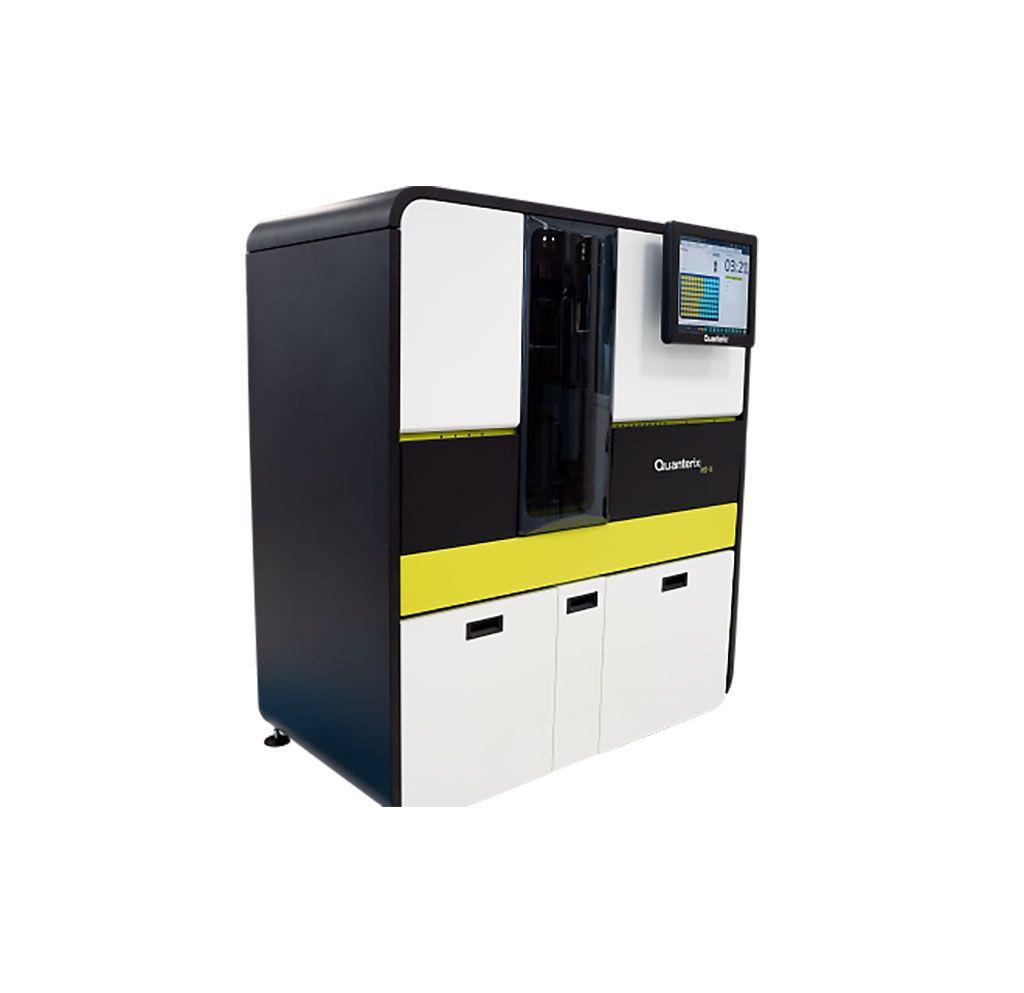 Imagen: El analizador Simoa HD-X, utilizado con el ensayo Simoa NF-light, es un inmunoensayo digital para la determinación cuantitativa de NfL en suero, plasma y LCR (Fotografía cortesía de Quanterix)