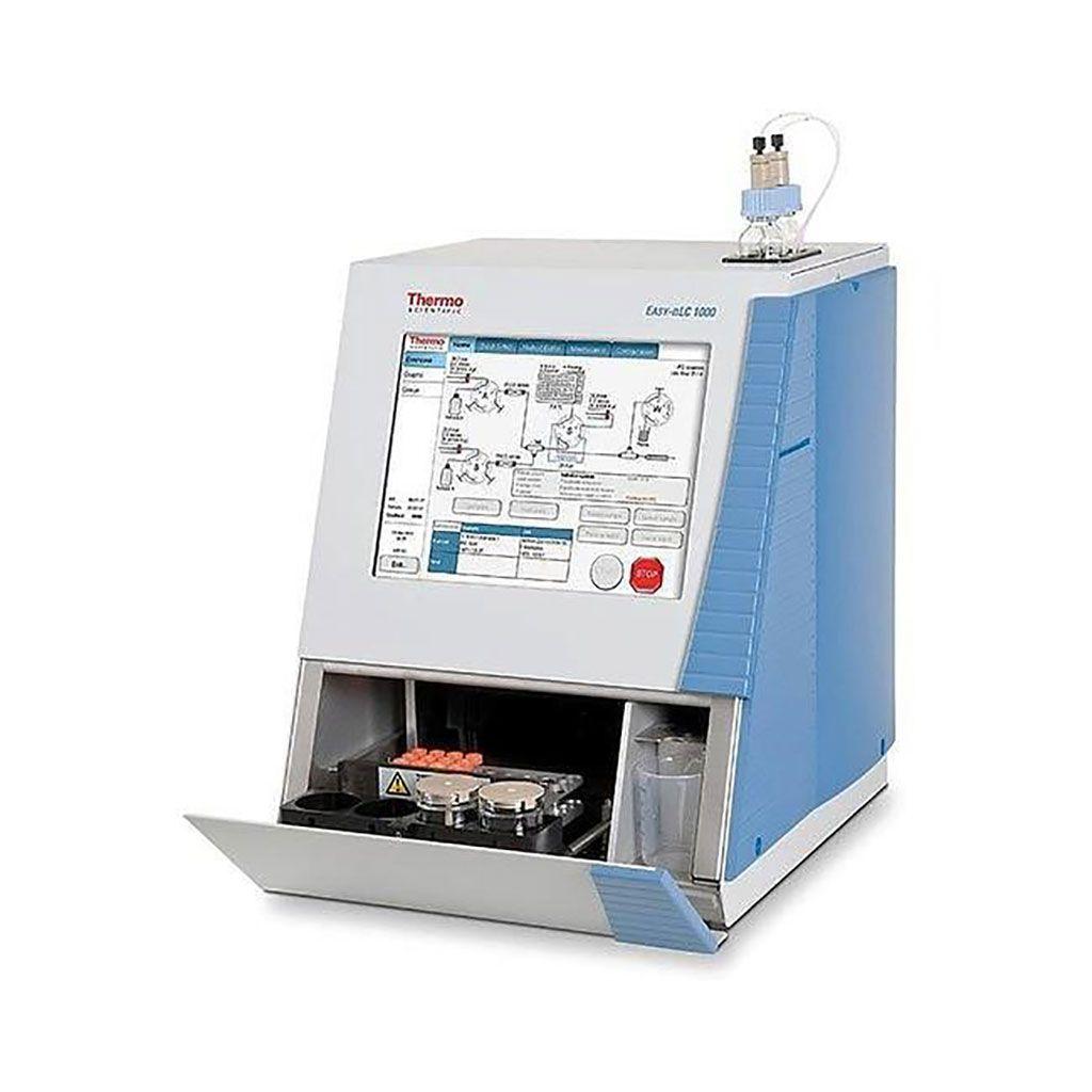 Imagen: El sistema EASY-nLC 1000 HPLC es un cromatógrafo de líquidos de nanoflujo totalmente integrado y sin división, optimizado para separar biomoléculas como proteínas y péptidos (Fotografía cortesía de Thermo Fisher Scientific)