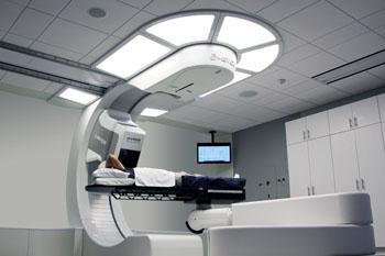 Imagen: El sistema de terapia de protones Mevion S250mx (Fotografía cortesía de Mevion Medical Systems).