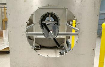 Imagen: El 3T compacto, un prototipo de investigación, que está diseñado para obtener imágenes de la cabeza y las extremidades pequeñas (Fotografía cortesía de la Clínica Mayo).