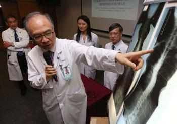 Imagen: El sistema de imagenología de dosis baja, EOS 2D/3D, instalado en la Facultad de Medicina de la Universidad China de Hong Kong (CUHK) (Fotografía cortesía de CUHK).