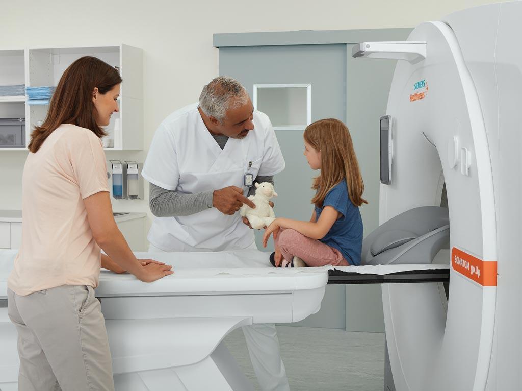 Imagen: El escáner de TC, Somatom go.Up, de 64 cortes (Fotografía cortesía de Siemens Healthineers).