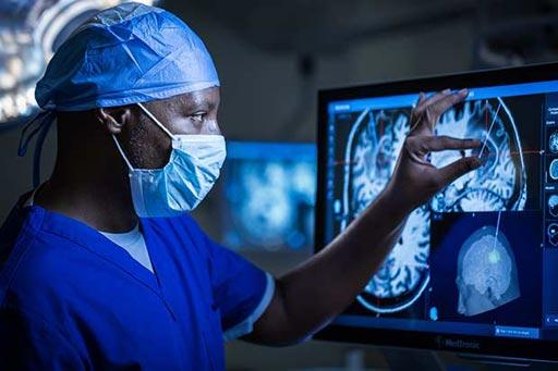Imagen: El sistema de navegación StealthStation S8, facilita la cirugía del cerebro (Fotografía cortesía de Medtronic).