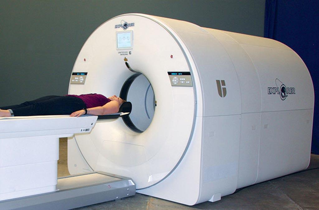 Imagen: El escáner TEP/TC de todo el cuerpo EXPLORER (Fotografía cortesía de Martin Judenhofer/UCD).