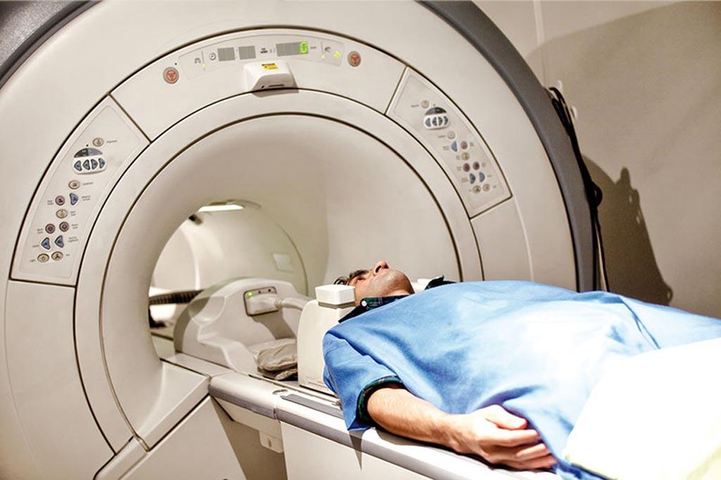 Imagen: Un nuevo estudio muestra que los exámenes de resonancia magnética son seguros para las personas con DCI heredados (Fotografía cortesía de Getty Images).