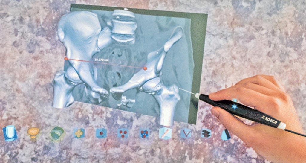 Imagen: la pantalla 3D zSpace interactuando con el lápiz óptico (Fotografía cortesía de Harish Mandalika/la Universidad de Canterbury).