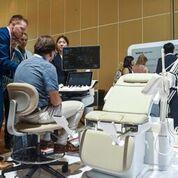 Imagen: El prototipo del sistema de ultrasonido tipo silla HERA I10 (Fotografía cortesía de Samsung Medison).