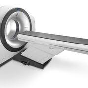 Imagen: Un calibre de 85 cm de ancho facilita la tomografía computarizada y la medicina nuclear (Fotografía cortesía de Fujifilm).
