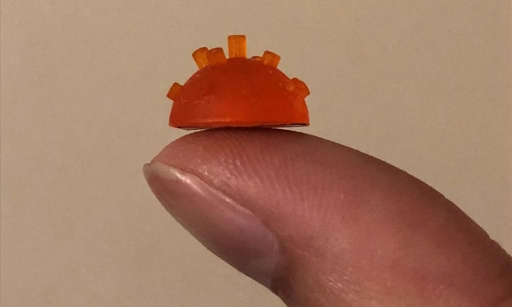 """Imagen: Un dispositivo piezoeléctrico en miniatura de """"órgano de tubo"""" mejora las imágenes de ultrasonido (Fotografía cortesía de Botong Zhu/Universidad de Strathclyde)."""