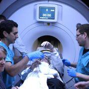 Imagen: Un estudio nuevo sugiere que la ecografía enfocada puede mejorar el temblor de la enfermedad de Parkinson (Fotografía cortesía de la UVA).