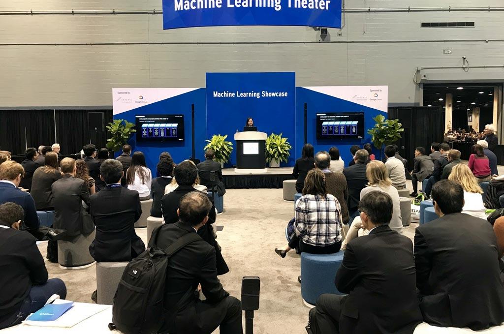 Imagen: La vicepresidenta de YITU Healthcare, Cathy Fang, da un discurso durante el congreso anual de la Sociedad Radiológica de Norteamérica (Fotografía cortesía de la RSNA).