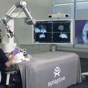 Imagen: El sistema servotactográfico Synaptive Medical (Fotografía cortesía de Synaptive Medical).