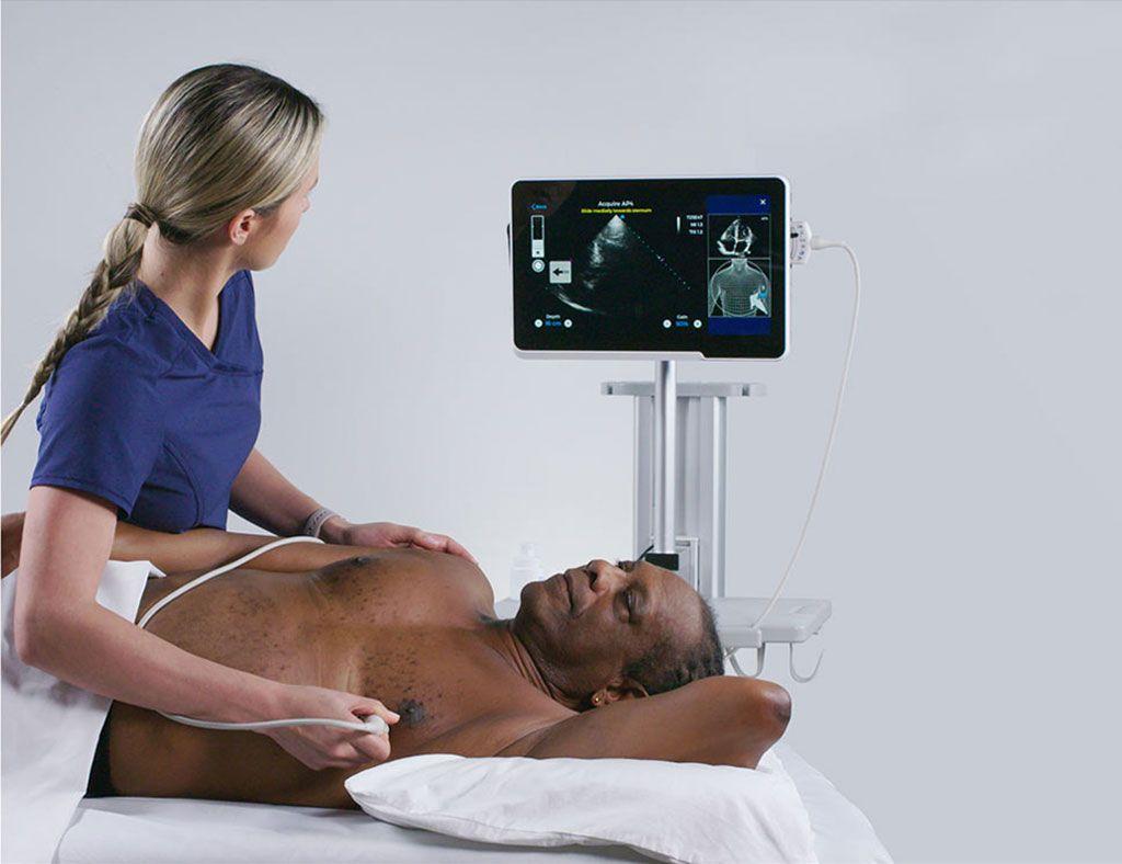 Imagen: Con Caption, una enfermera puede realizar una ecografía cardíaca sin tener experiencia previa (Fotografía cortesía de Caption Health)