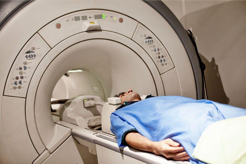 Imagen: La sintonización de resonancia magnética bidireccional puede aumentar el contraste de la imagen (Fotografía cortesía de Getty Images)