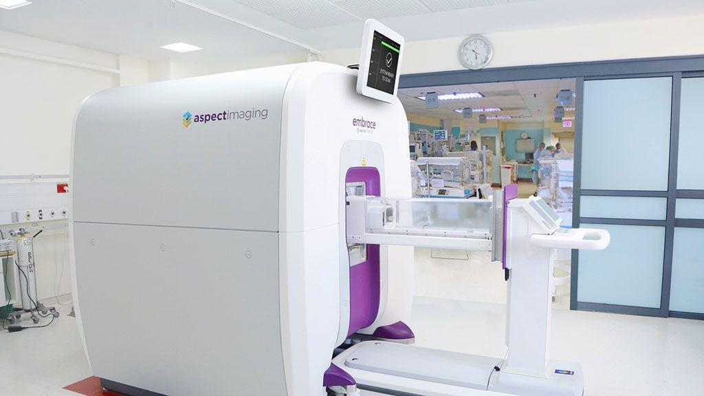 Imagen: El sistema Embrace Neonatal MRI (Fotografía cortesía de Aspect Imaging)
