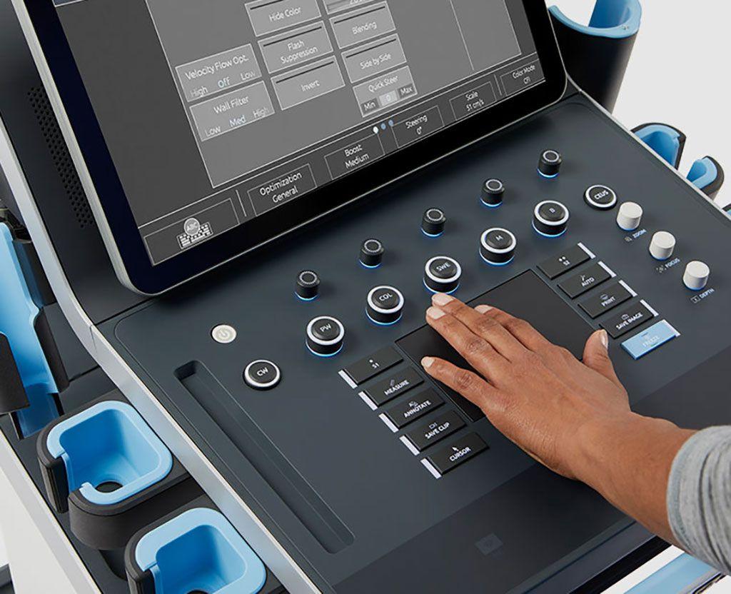 Imagen: El MACH 40 cuenta con el panel táctil SonicPad, diseñado para reducir el tiempo de examen y la fatiga y las lesiones del operador (Fotografía cortesía de Hologic)