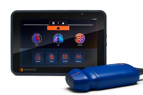 Imagen: El escáner de mano Kosmos Torso y la tableta Bridge (Fotografía cortesía de EchoNous)