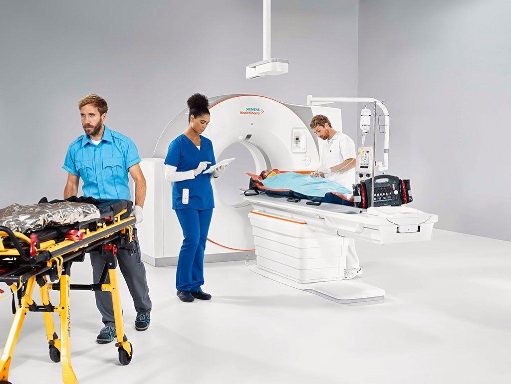 Imagen: El escáner de TC, Somatom X.ceed, proporciona aplicaciones de emergencia (Fotografía cortesía de Siemens Healthineers)
