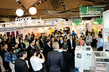 Image: Japanese and French pavilions in Medical Fair Asia 2014 (Photo courtesy of Medical Fair Asia).