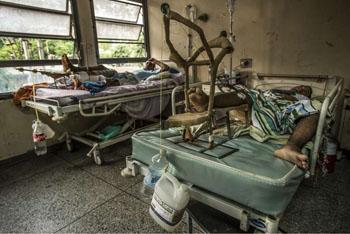 Image: Patients in the orthopedic ward at Luis Razetti Hospital (Puerto La Cruz, Venezuela) (Photo courtesy of the NYT).