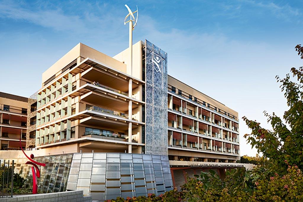 Главное здание Детской больницы Люсиль Паккард (фото любезно предоставлено Stanford Health).