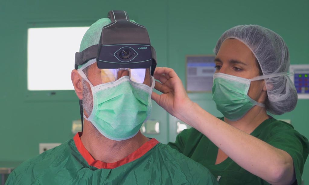 Image: The XVS allows surgeons to see and navigate inside a patient's body through skin and tissue, for easier, faster and safer surgeries (Photo courtesy of Augmedics).