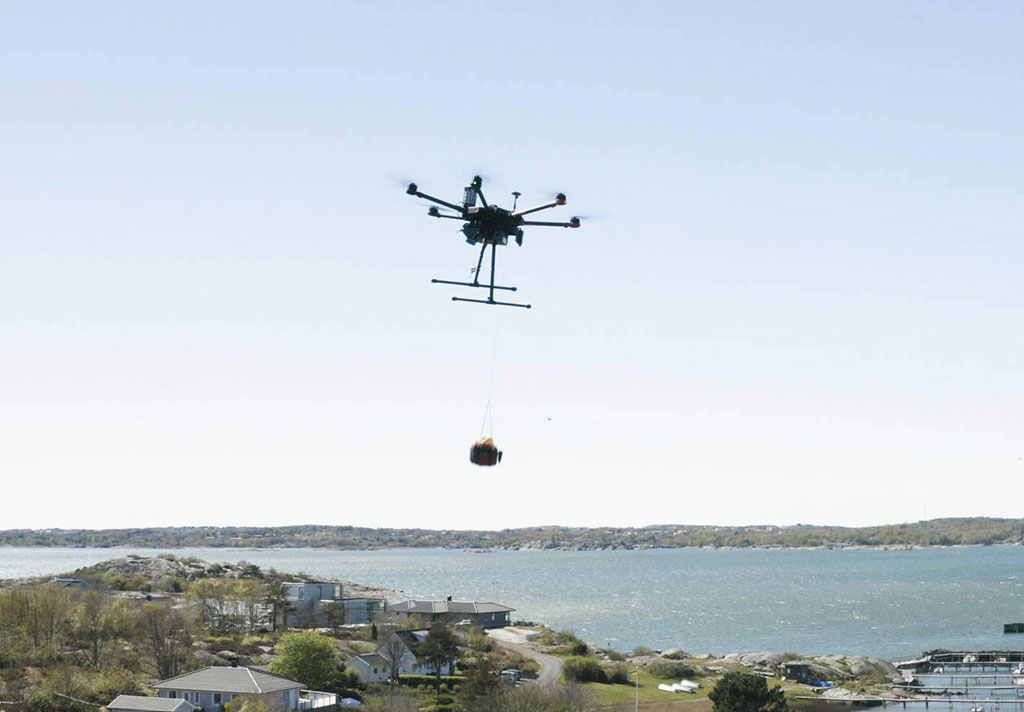 Image: An Everdrone delivering its AED over Gothenburg (Photo courtesy of Everdrone)