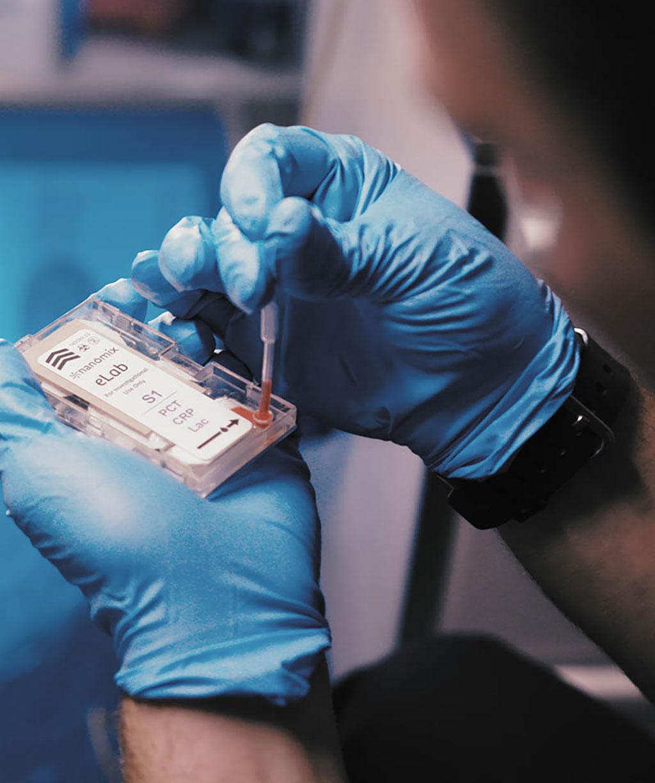 Image: Nanomix eLab analyzer (Photo courtesy of Nanomix, Inc.)