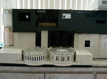 Автоматический хемилюминесцентный анализатор ACS-180 (фото любезно предоставлено компанией Bayer HealthCare).