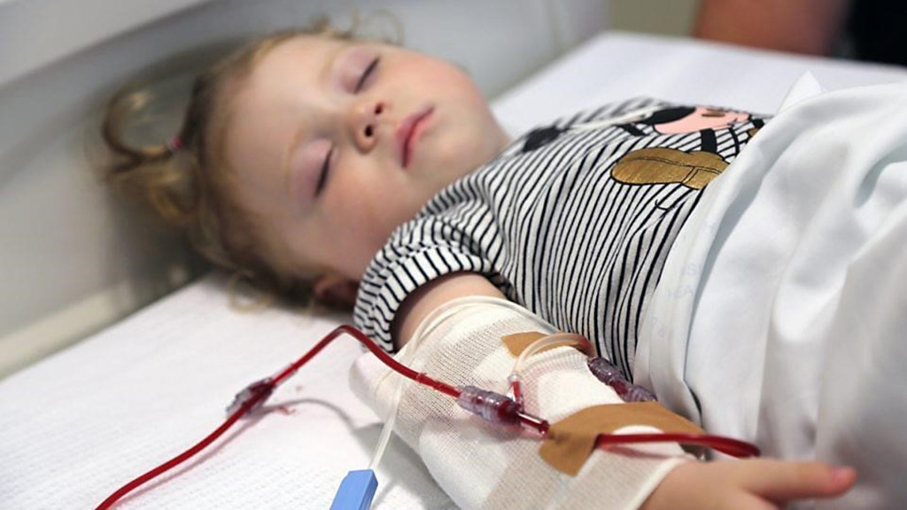Image: Among critically ill pediatric patients, the use of fresh red blood cells did not reduce the incidence of new or progressive multiple organ dysfunction syndrome (including mortality),  compared with standard-issue red blood cells (Photo courtesy of The Children`s Hospital Westmead)
