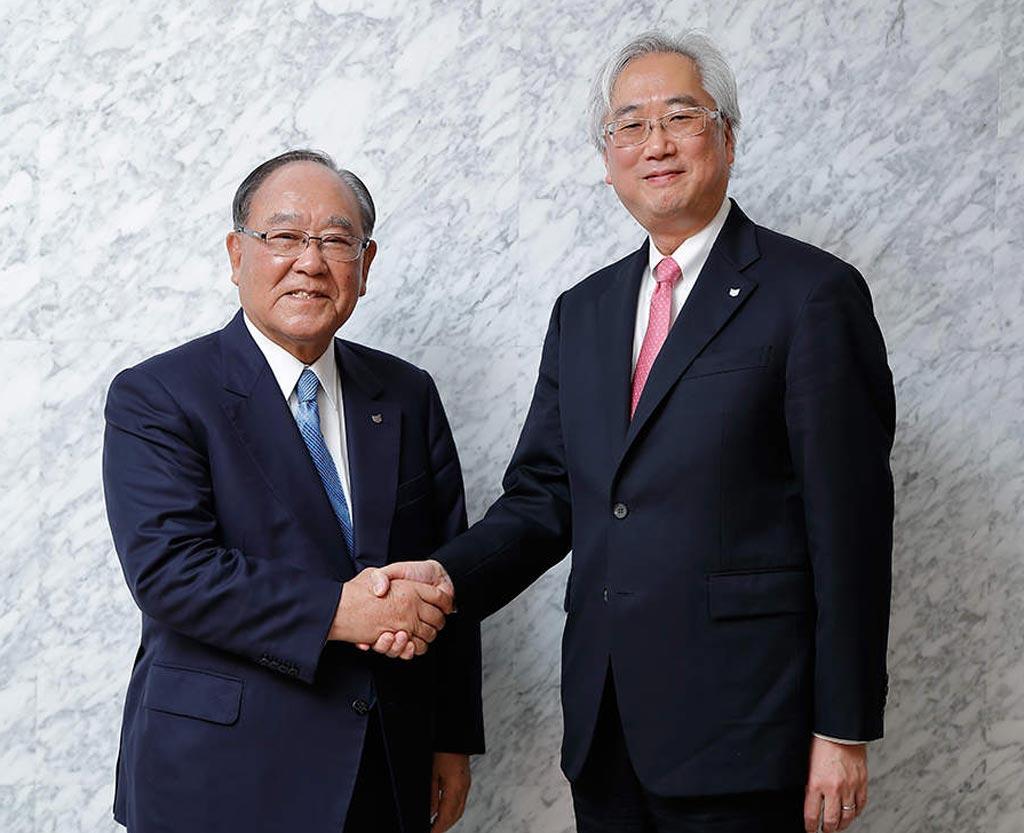 Image: (L) Fujio Mitarai, Chairman and CEO of Canon, and (R), Toshio Takiguchi, Toshiba Medical President and CEO (Photo courtesy of Canon / Toshiba).