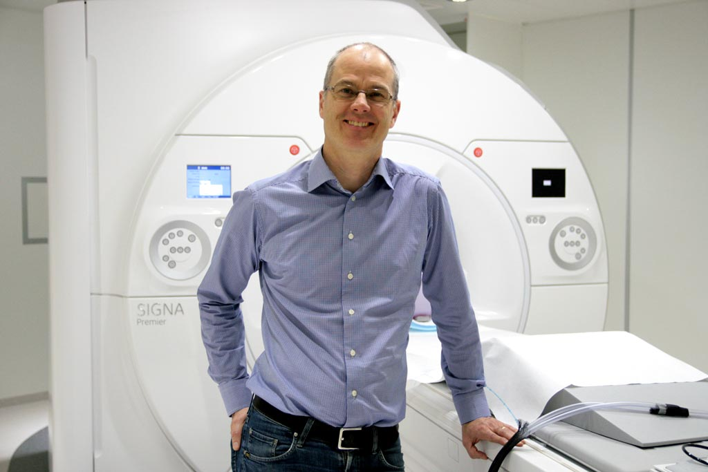 Image: Dr. Stefan Skare's algorithm improves MRI acquisition times (Photo courtesy of Catarina Thepper / KI).