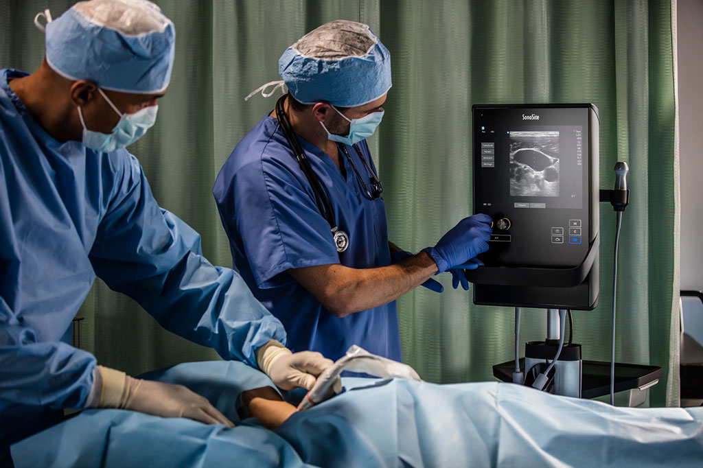 Image: Portable ultrasound facilitates central line placement (Photo courtesy of Fujifilm SonoSite)