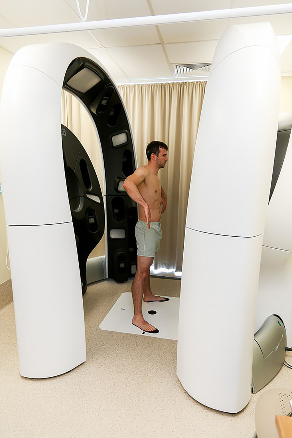 Image: A 3-D fully body imaging scanner can map the entire body in one second (Photo courtesy of ACEMID)