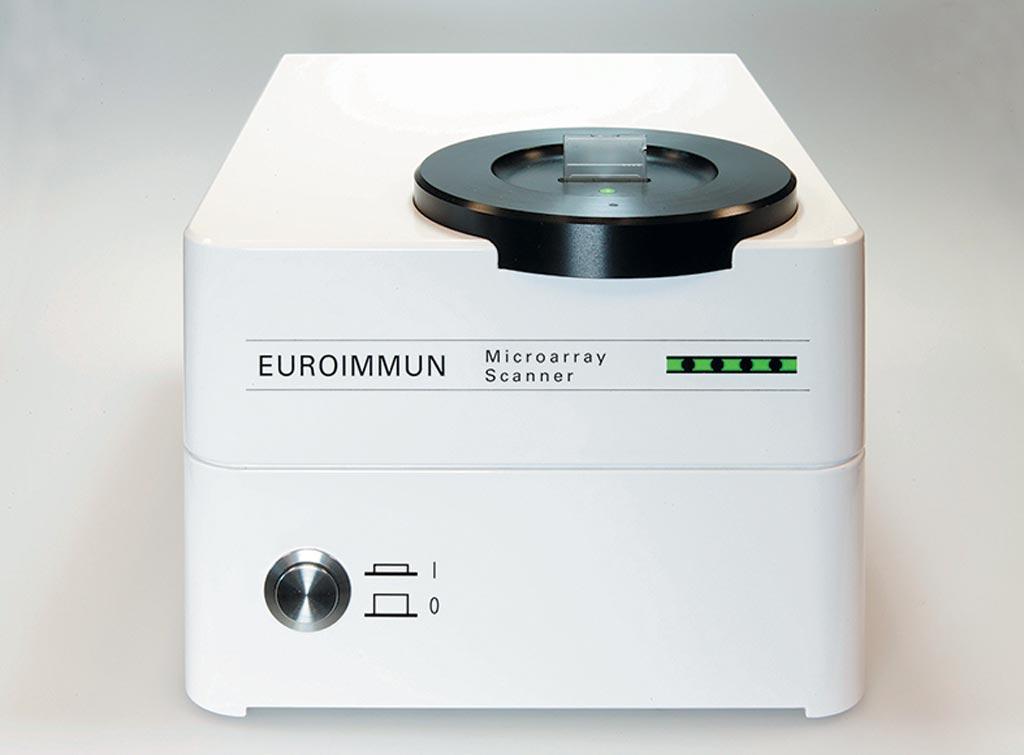 图片:全自动EUROArrayScan PCR系统读取微阵列STI病原体快速标准化检测结果(照片由EUROIMMUN提供)。