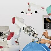 Imagen: El sistema ROSA ONE Spine en acción (Fotografía cortesía de Zimmer Biomet).