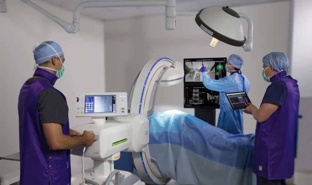 Imagen: Un sistema de tecnología integrada mejora la cirugía de columna vertebral (Fotografía cortesía de NuVasive).