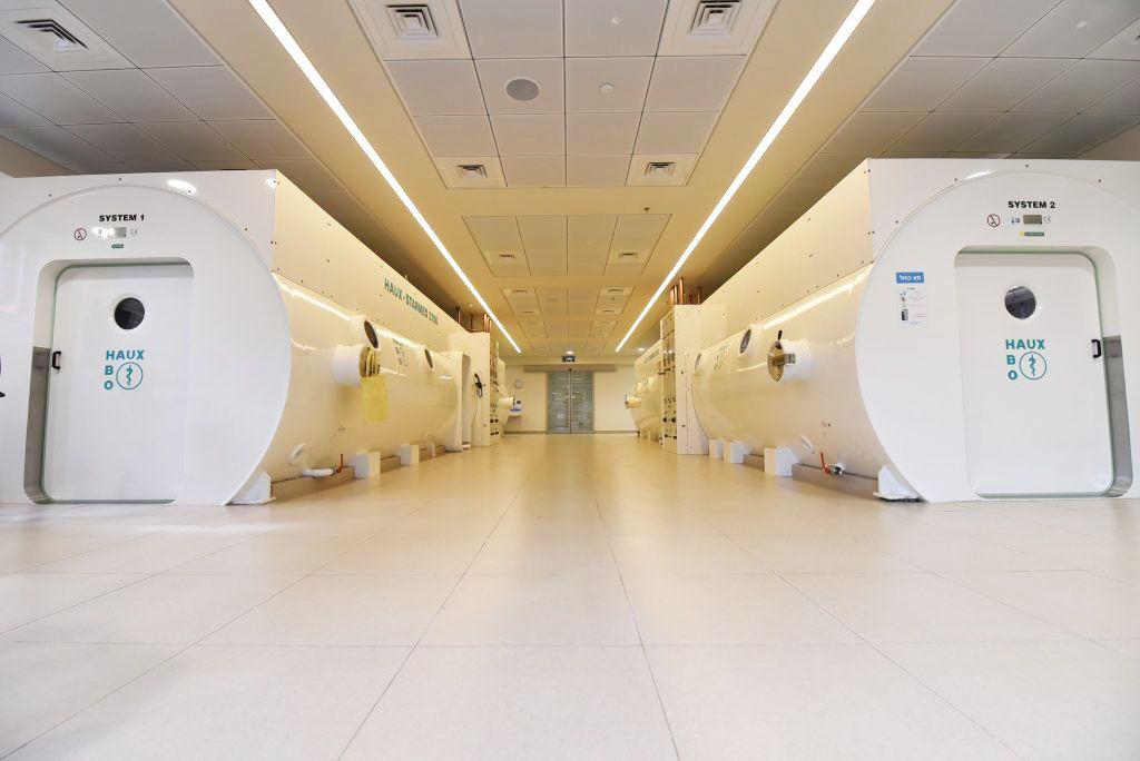 Imagen: Salas de TOHB en el Centro Sagol de Medicina e Investigación Hiperbárica (Fotografía cortesía del Centro Médico Shamir)