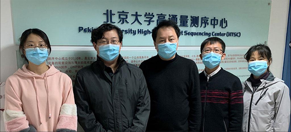 Imagen: Sunney Xie (en el medio) y algunos miembros de su equipo (Foto cortesía de la Universidad de Pekín)