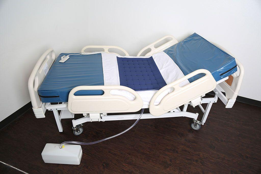 Imagen: La Cama Easy Drain con el colchón ajustado (Fotografía cortesía de Easy Drain Care Products)