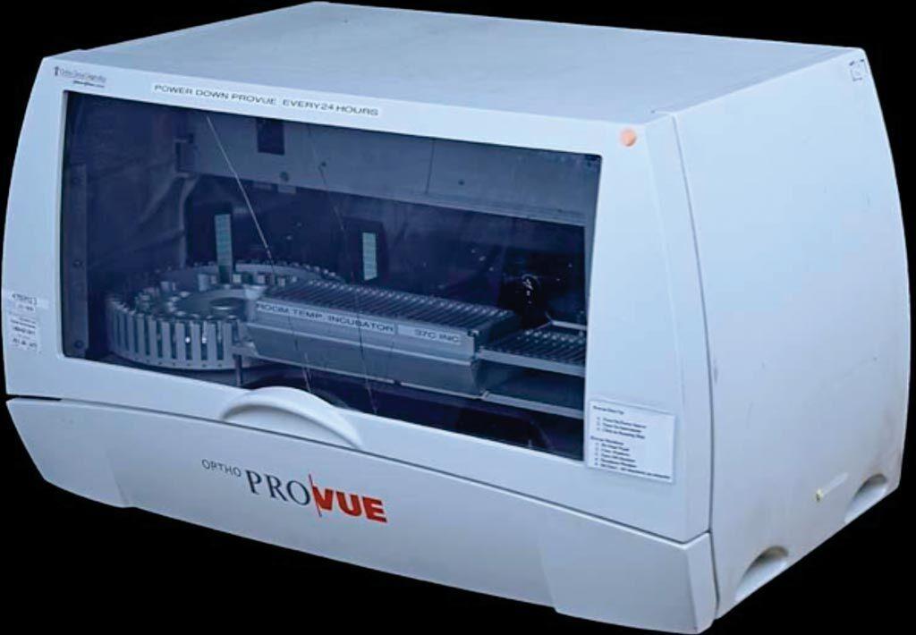 Imagen: El analizador de banco de sangre automatizado, Ortho ProVue (Fotografía cortesía de Ortho Clinical Diagnostics).