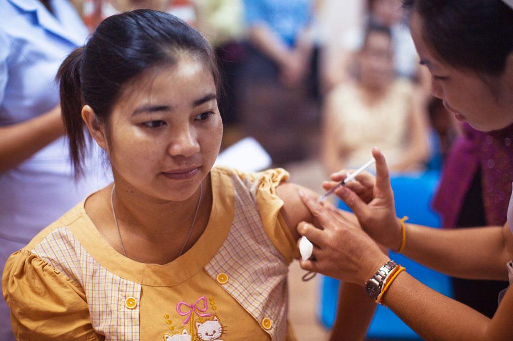 Imagen: La vacuna Pfizer contra el coronavirus tiene una eficacia superior al 90% para la prevención de la COVID-19 en el estudio de fase 3 (Fotografía cortesía de los CDC)