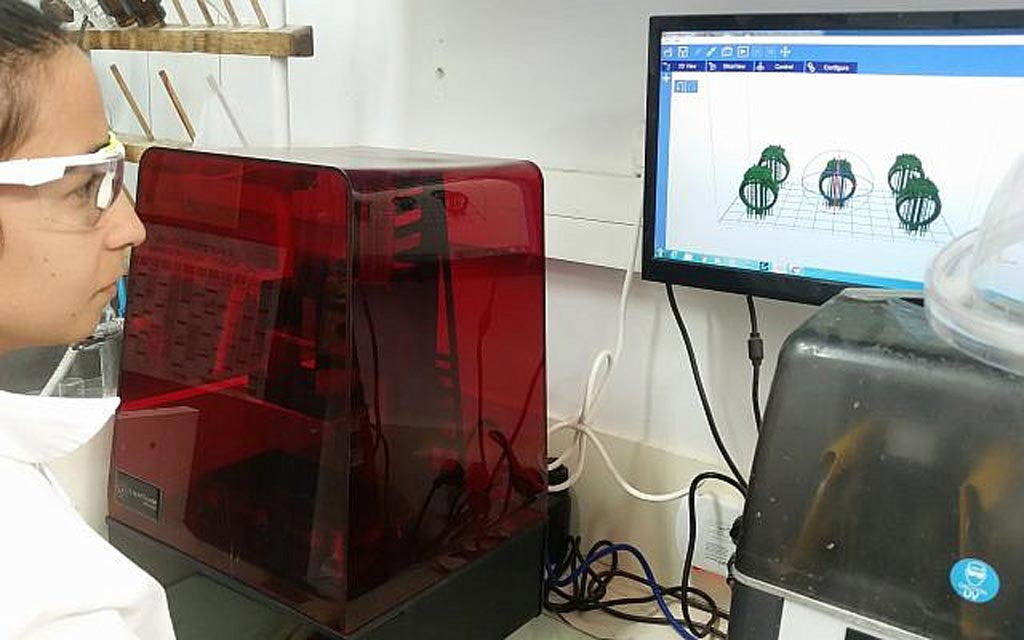 Image: A 3D printer in the lab of Professor Shlomo Magdassi (Photo courtesy of Hebrew University).