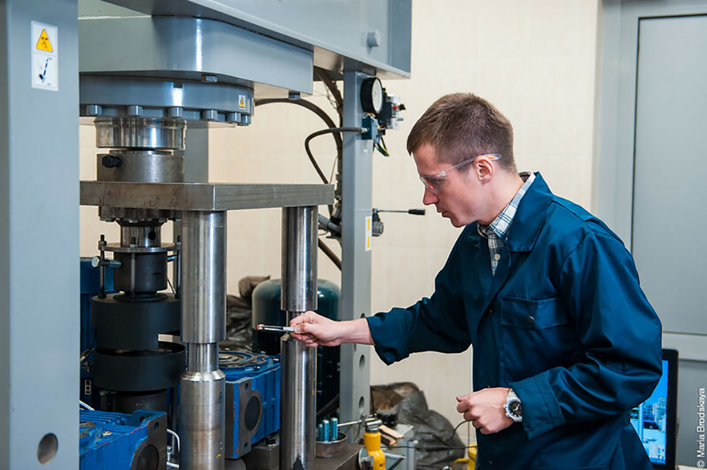 Image: Dr. Alexander Komissarov testing the magnesium, gallium, and zinc alloy (Photo courtesy of NUST-MISiS)