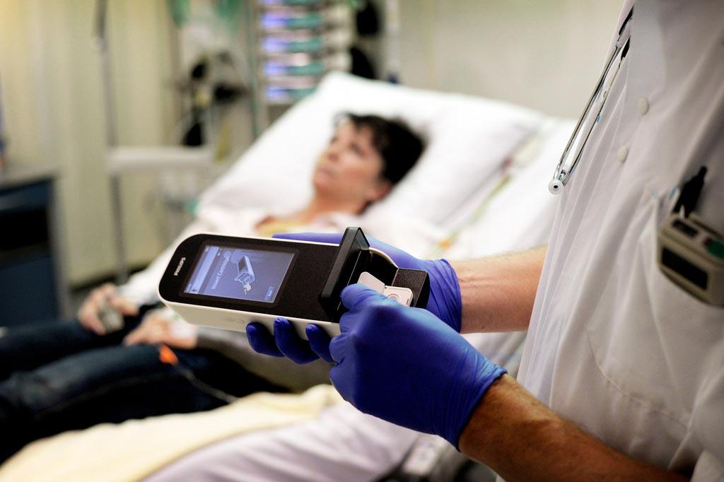 Карманные гематологические устройства, как ожидается, будут способствовать росту глобального рынка портативной гематологической диагностики (фото любезно предоставлено Philips Healthcare).