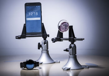 Bluetooth-сигналы от умных часов передают нервному имплантату сигнал, отображающийся в смартфоне посредством Interscatter Wi-Fi (фото любезно предоставлено Марком Стоуном [Mark Stone] / UW).